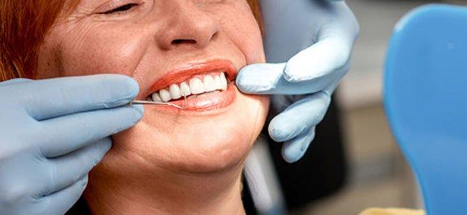 Tandimplantat nöjd patient